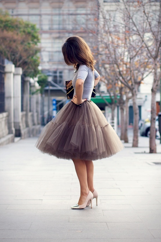 The loveliest skirt, perfect for an upcoming 25th.... via Blonde Episodes