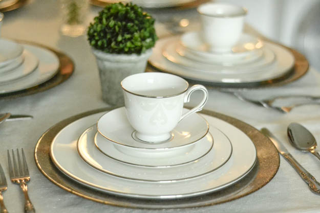 Simple table setting for two crowdbuild for for Simple table setting