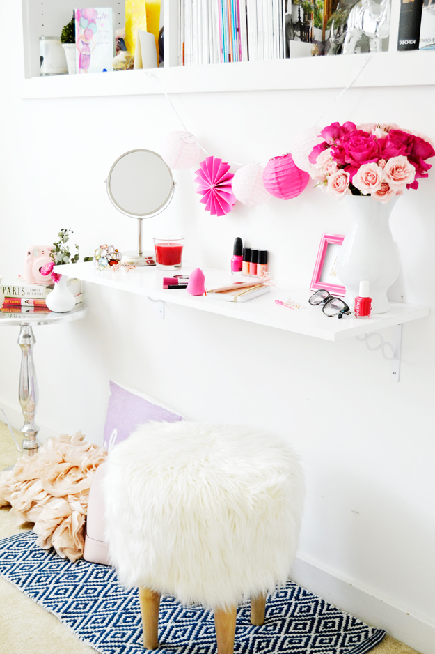 Diy vanity for small spaces for Small room vanity